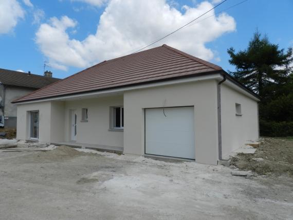 Maison neuve, 3 chambres, garage et jardin