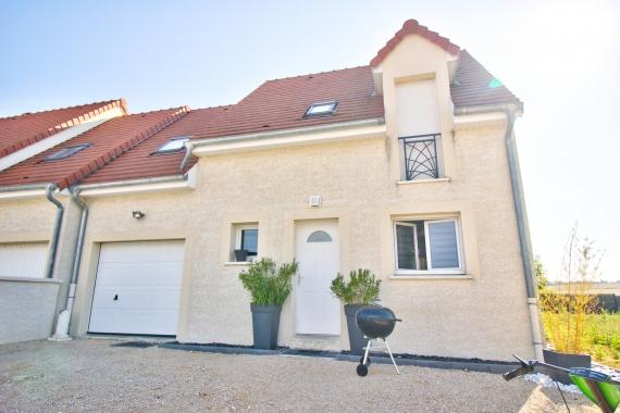 Maison 4 pièces sur 2 niveaux d environ 90 m² avec garage